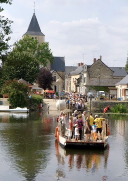 Bac de Ménil par Mayenne Tourisme